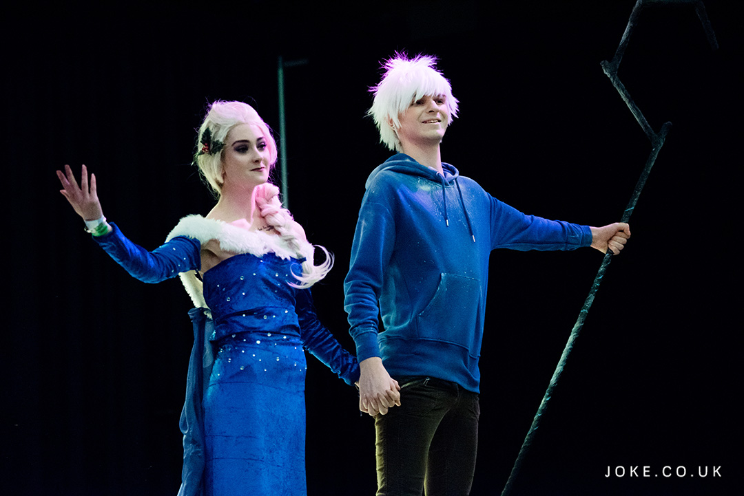 Cosplayers as Elsa From Frozen and Jack Frost From Rise Of The Guardians